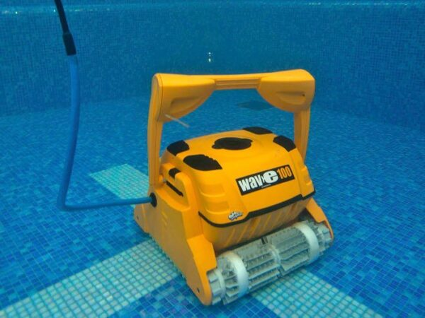 Dolphin Wave 100 Automatic Cleaner Cleaning the Floor - Aquachem